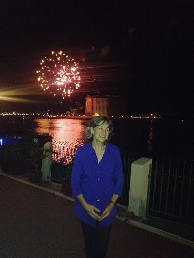 An hour before her departure. Fireworks!?